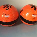Win nu een oranje leren voetbal